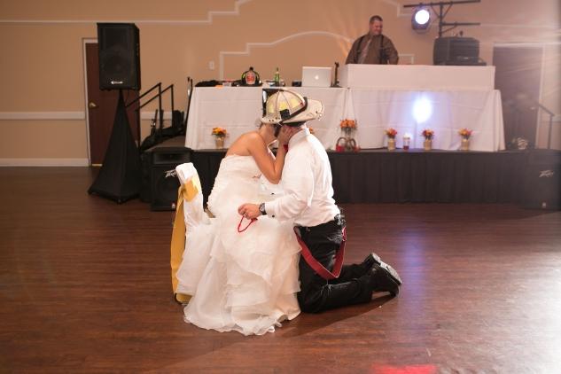 virginia-fall-firefighter-wedding-photo-131