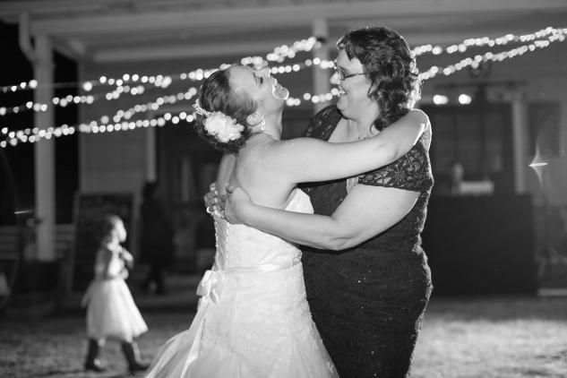 virginia-southern-fall-farm-wedding-photo-131