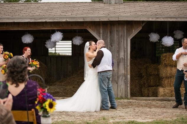virginia-southern-fall-farm-wedding-photo-62