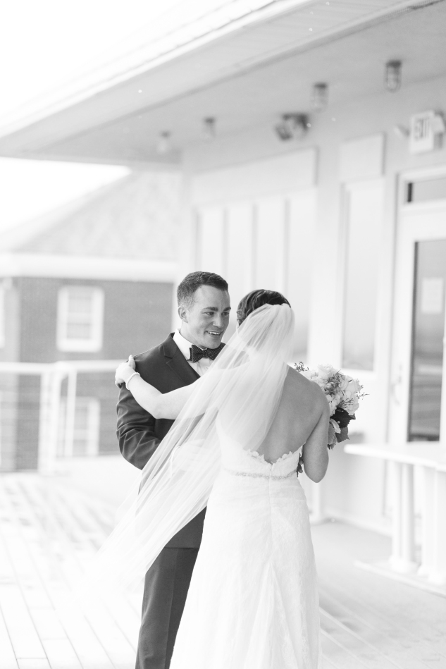 blue-coastal-virginia-beach-lesner-inn-wedding-photo-28