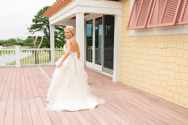 coral-aqua-teal-oyster-farm-eastern-shore-wedding-photo-amanda-hedgepeth-15