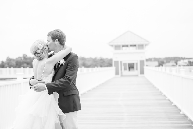 coral-aqua-teal-oyster-farm-eastern-shore-wedding-photo-amanda-hedgepeth-27