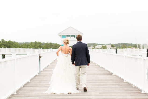 coral-aqua-teal-oyster-farm-eastern-shore-wedding-photo-amanda-hedgepeth-28