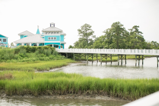 coral-aqua-teal-oyster-farm-eastern-shore-wedding-photo-amanda-hedgepeth-37