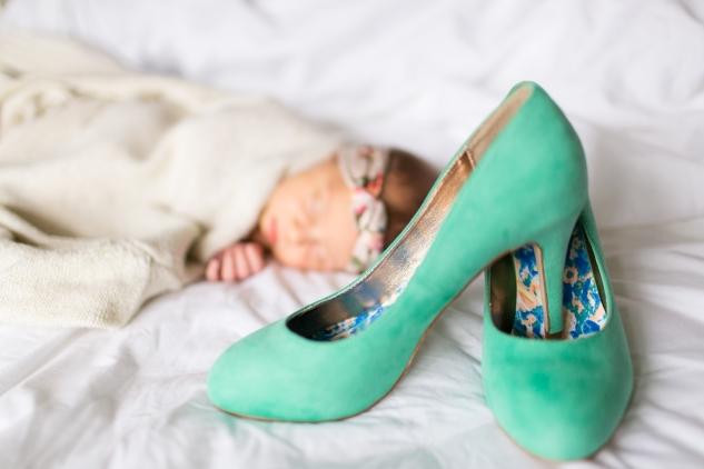 autumn-sweater-heels-newborn-3