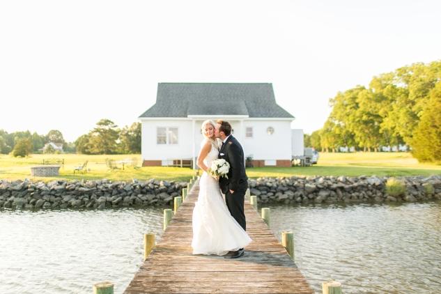 inn-at-warner-hall-classic-pale-blue-wedding-photo-amanda-hedgepeth-123