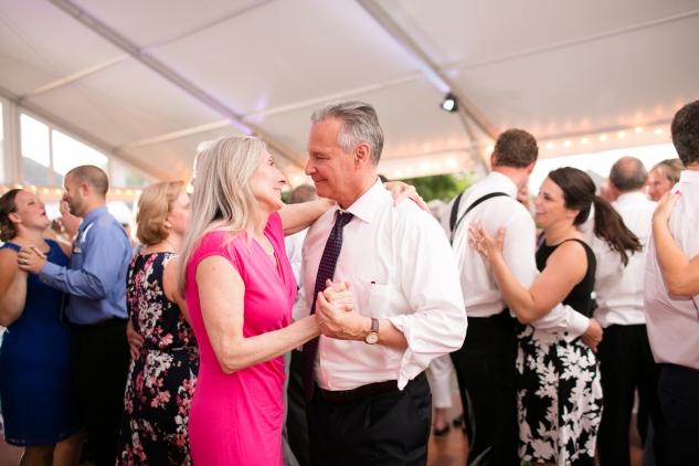 inn-at-warner-hall-classic-pale-blue-wedding-photo-amanda-hedgepeth-151