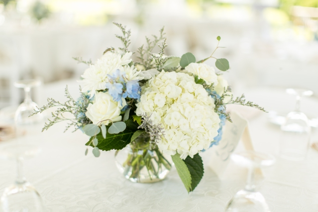 inn-at-warner-hall-classic-pale-blue-wedding-photo-amanda-hedgepeth-46