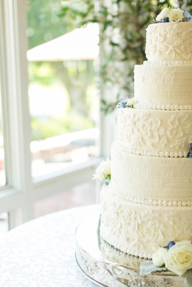 inn-at-warner-hall-classic-pale-blue-wedding-photo-amanda-hedgepeth-56