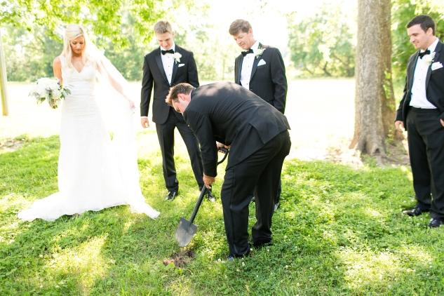 inn-at-warner-hall-classic-pale-blue-wedding-photo-amanda-hedgepeth-62