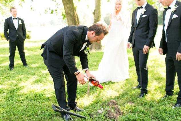 inn-at-warner-hall-classic-pale-blue-wedding-photo-amanda-hedgepeth-63