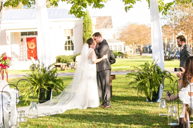 carly-charlie-wedding-blog-edenton-north-carolina-inner-banks-inn-43